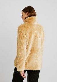Vero Moda - VMMINK  JACKET - Winter jacket - birch - 2