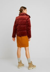 Vero Moda - VMVELLY SHORT JACKET - Vinterjakker - madder brown - 2