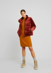 Vero Moda - VMVELLY SHORT JACKET - Vinterjakker - madder brown - 1