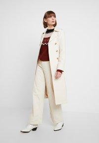 Vero Moda - VMTITI O NECK - Jersey de punto - madder brown/black/pristine/mist - 1