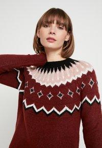 Vero Moda - VMTITI O NECK - Jersey de punto - madder brown/black/pristine/mist - 4