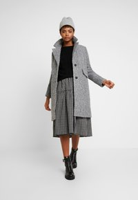 Vero Moda - VMCOZYDIANA JACKET - Classic coat - medium grey melange - 1