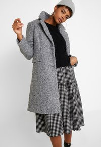 Vero Moda - VMCOZYDIANA JACKET - Classic coat - medium grey melange - 3
