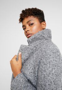 Vero Moda - VMCOZYDIANA JACKET - Classic coat - medium grey melange - 6