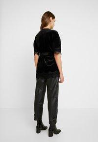 Vero Moda - Zimní bunda - black - 2