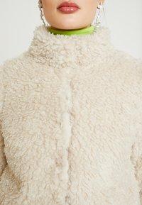 Vero Moda - VMVIRIGINIATEDDY HIGH NECK - Winterjas - oatmeal - 5