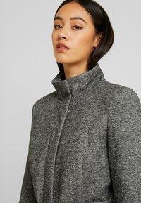 Vero Moda - VMJULIAVERODONA HIGHNECK - Krótki płaszcz - dark grey melange - 3