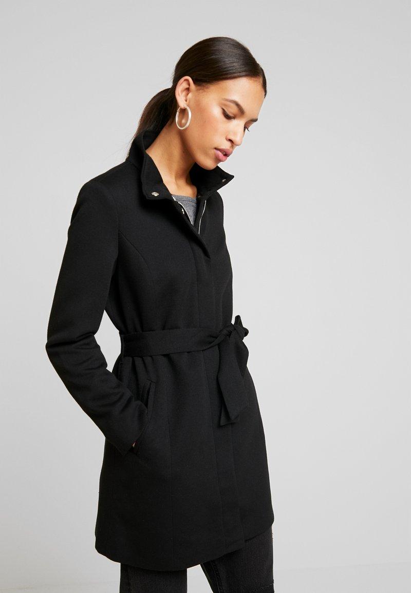 Vero Moda - VMJULIAVERODONA HIGHNECK - Halflange jas - black