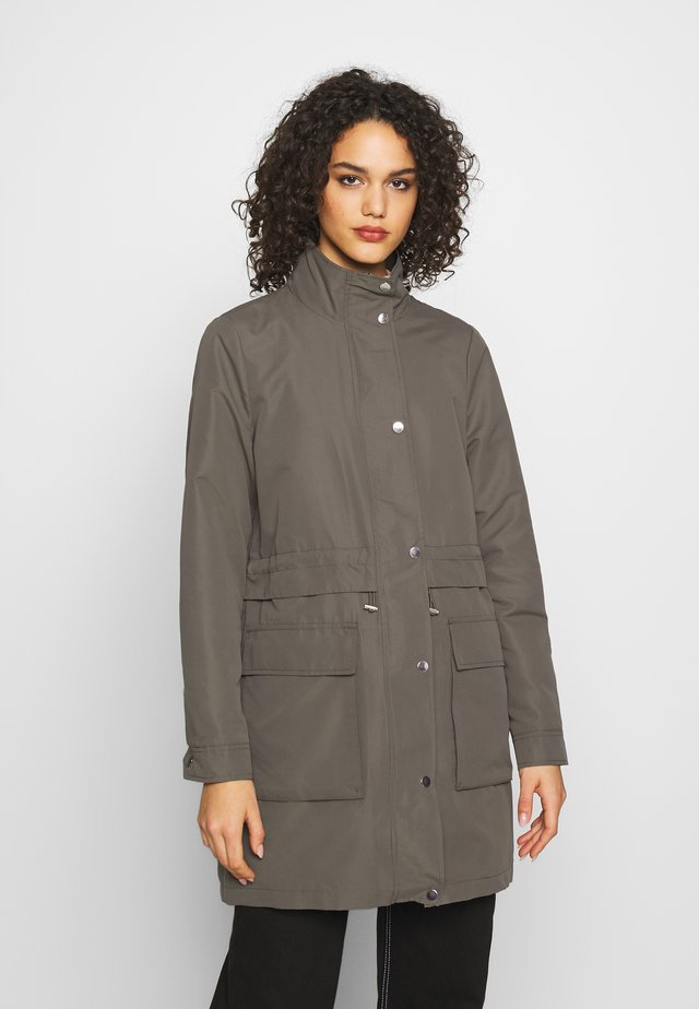 Parka - bungee cord