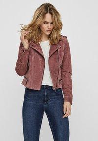 Vero Moda - Veste en cuir - rose - 0