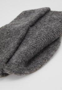 Vero Moda - VMKATRINE BEANIE - Bonnet - light grey melange - 2