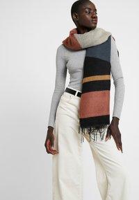 Vero Moda - Sjaal - mahogany - 0