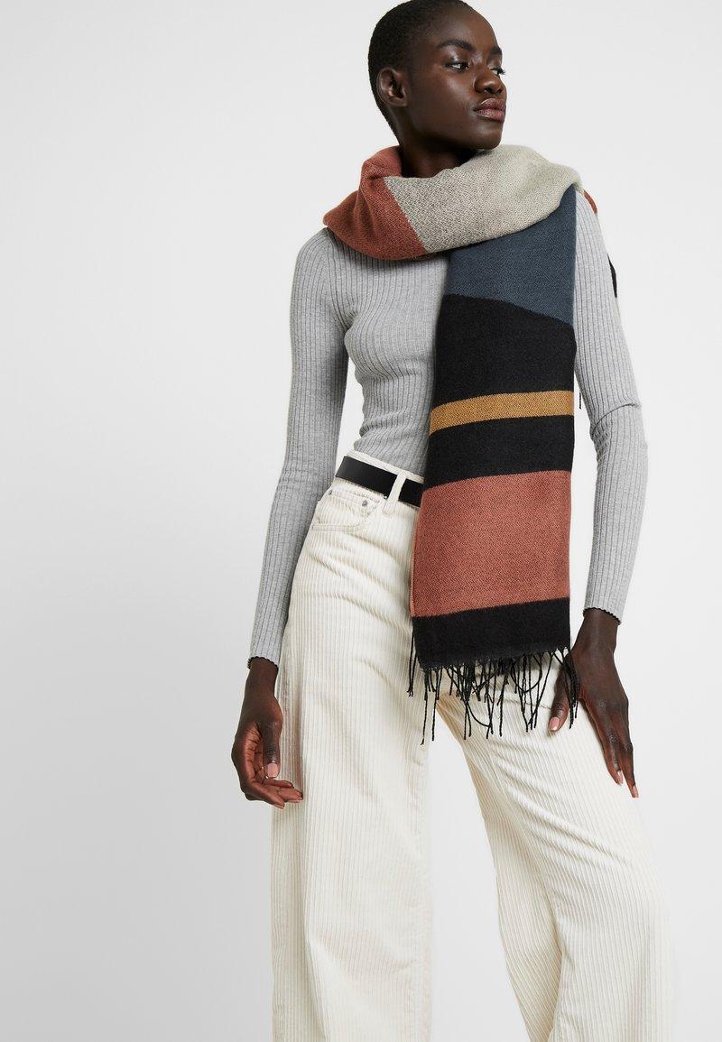 Vero Moda - Sjaal - mahogany