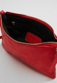 Vero Moda - VMNOLA CROSS OVER BAG - Across body bag - fiery red - 4