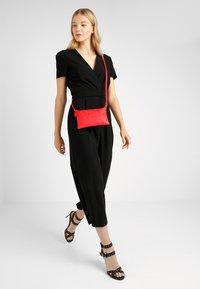 Vero Moda - VMNOLA CROSS OVER BAG - Across body bag - fiery red - 1