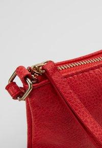 Vero Moda - VMNOLA CROSS OVER BAG - Across body bag - fiery red - 6