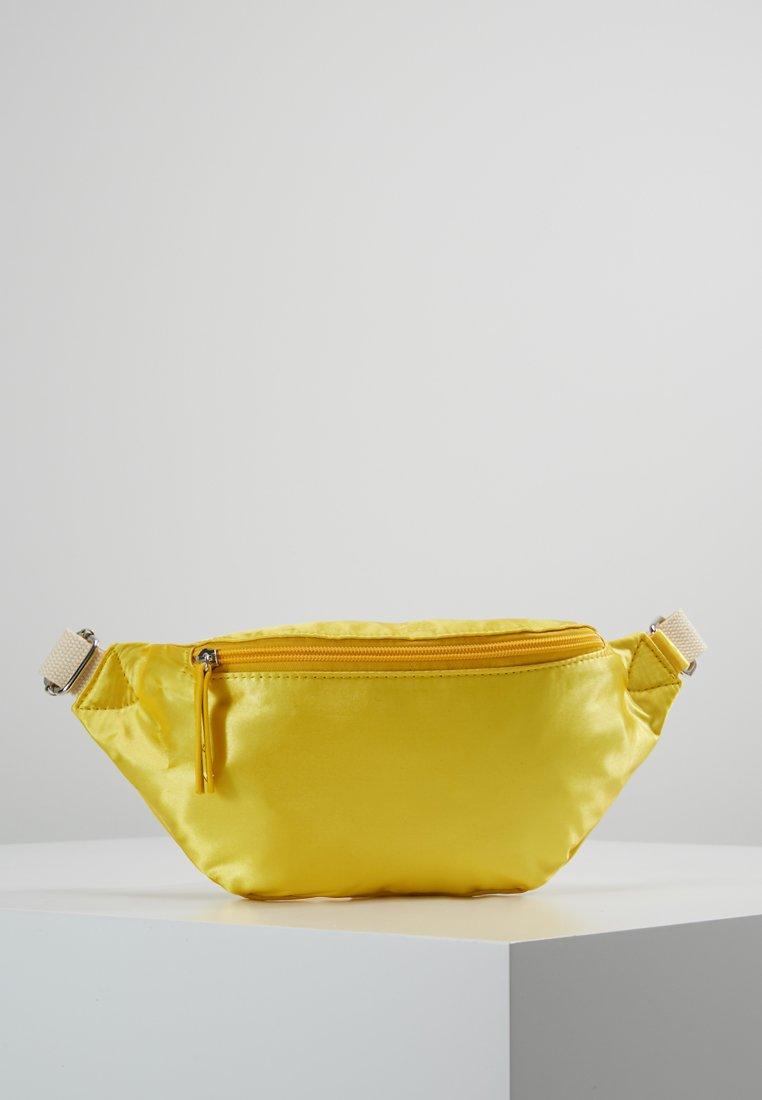 Vero Moda - VMTAMMIE FANNY PACK - Bum bag - empire yellow