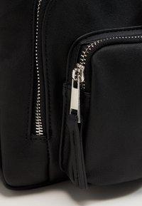 Vero Moda - VMCASHA BIG CROSS OVER BAG - Taška spříčným popruhem - black - 6