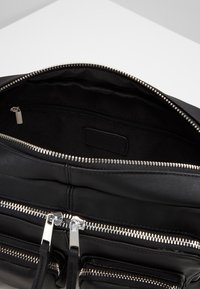 Vero Moda - VMCASHA BIG CROSS OVER BAG - Taška spříčným popruhem - black - 4