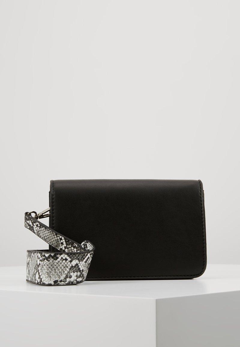 Vero Moda - VMASTIN CROSS BODY BAG - Across body bag - black
