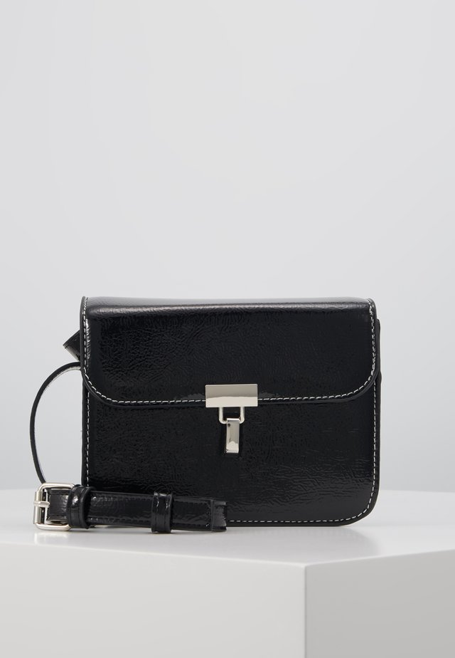 VMANU CROSS OVER BAG - Torba na ramię - black