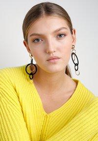 Vero Moda - VMLONA LONG EARRINGS - Earrings - gold-coloured - 1
