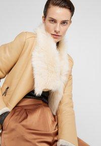 VSP - SHORT JACKET - Leather jacket - toscana vanilla - 3
