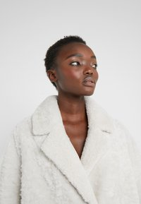 VSP - ZIPPER JACKET - Short coat - merino wendy white - 3