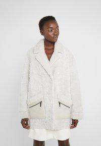VSP - ZIPPER JACKET - Short coat - merino wendy white - 0