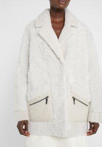 VSP - ZIPPER JACKET - Short coat - merino wendy white - 5