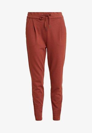 VMEVA LOOSE STRING PANTS  - Teplákové kalhoty - mahogany