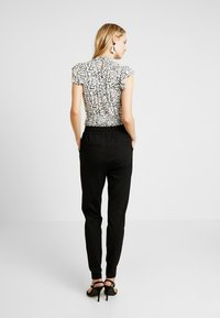 Vero Moda Tall - VMEVA LOOSE STRING PANTS  - Joggebukse - black - 3