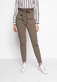 Vero Moda Tall - VMEVA  LOOSE PAPERBAG PANT  - Pantalon classique - bungee cord - 0