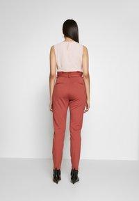 Vero Moda Tall - VMEVA  LOOSE PAPERBAG PANT  - Bukse - marsala - 2