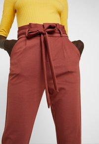 Vero Moda Tall - VMEVA  LOOSE PAPERBAG PANT  - Pantalon classique - mahogany - 4