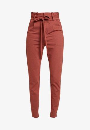 VMEVA  LOOSE PAPERBAG PANT  - Kalhoty - mahogany
