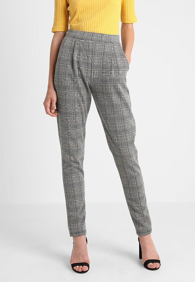Vero Moda Tall - VMBLAIR CHECK PANT  - Stoffhose - light grey melange