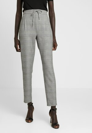 VMEVA LOOSE CHECKED PANT - Pantalon classique - grey/white