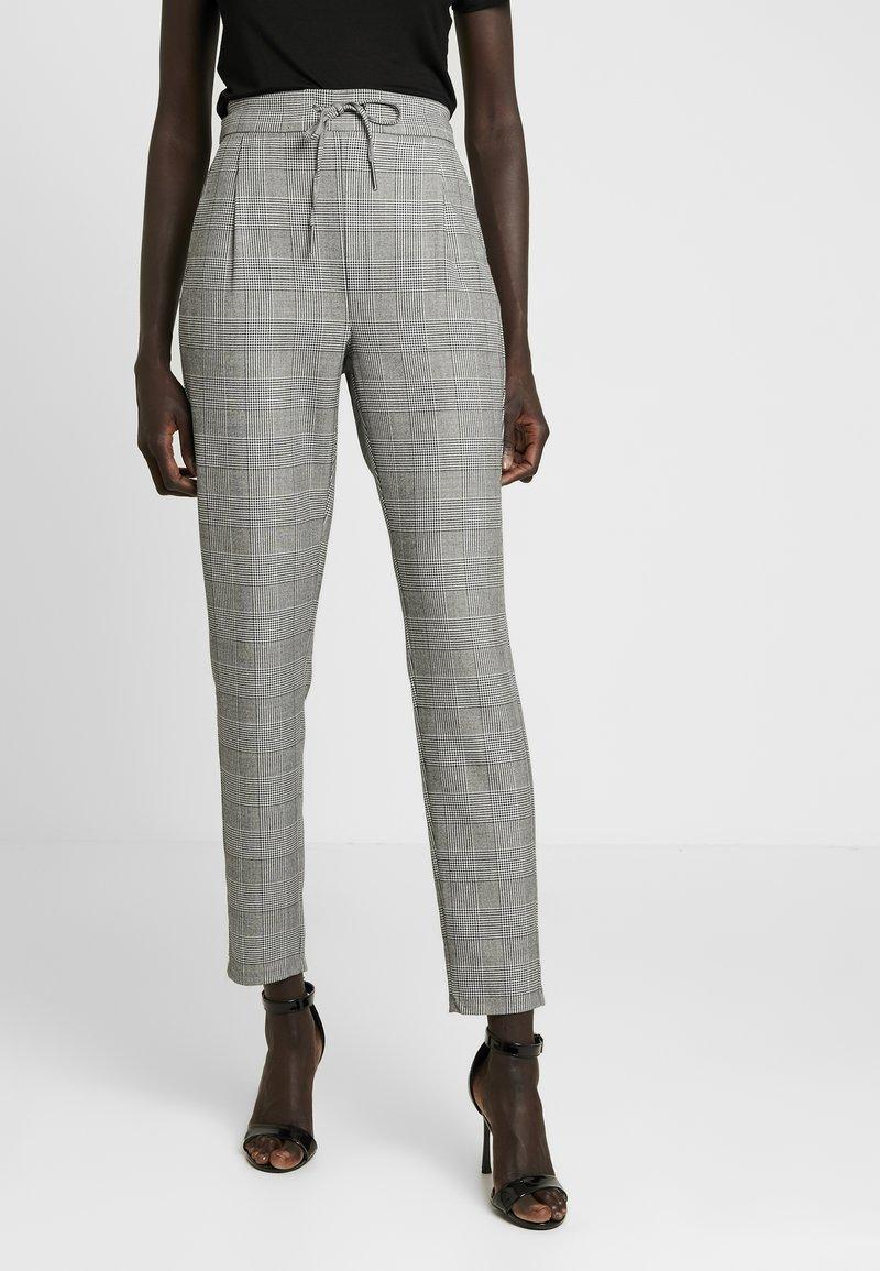 Vero Moda Tall - VMEVA LOOSE CHECKED PANT - Stoffhose - grey/white