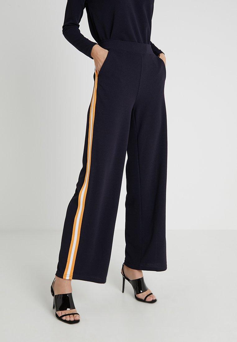 Vero Moda Tall - VMSIRA COCO WIDE PANT - Pantalon classique - night sky