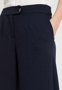 Vero Moda Tall - VMALLISON COCO WIDE PANT - Spodnie materiałowe - night sky - 5