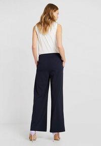 Vero Moda Tall - VMALLISON COCO WIDE PANT - Spodnie materiałowe - night sky - 3