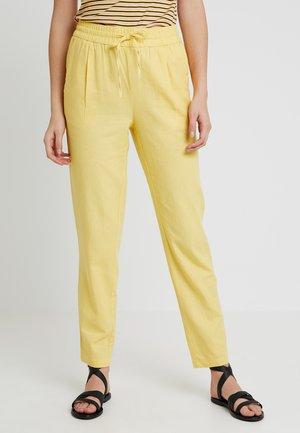 VMANNA MILO CITRUS PANT - Pantalones - yarrow