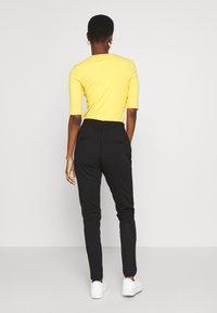 Vero Moda Tall - VMEVA LOOSE STRING ZIPPER PANT - Pantalon de survêtement - black - 2