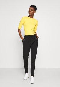 Vero Moda Tall - VMEVA LOOSE STRING ZIPPER PANT - Pantalon de survêtement - black - 1
