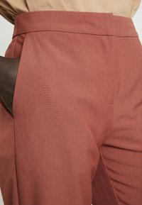Vero Moda Tall - VMTIA MAYA PANT - Pantalon classique - mahogany - 5