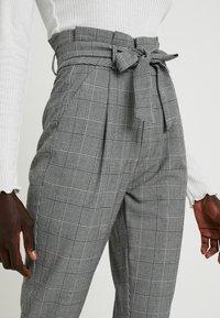 Vero Moda Tall - VMEVA LOOSE PAPERBAG CHECK PANT - Pantalon classique - grey/white - 3
