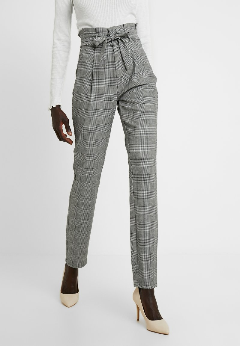 Vero Moda Tall - VMEVA LOOSE PAPERBAG CHECK PANT - Trousers - grey/white