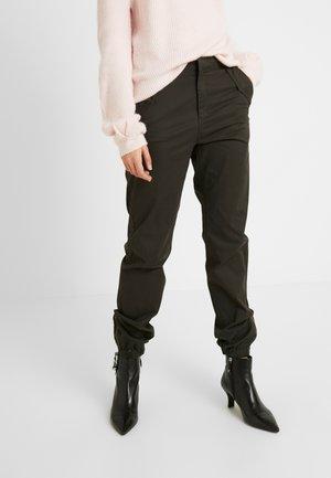 VMKHLOE PANT - Kalhoty - peat