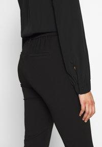 Vero Moda Tall - VMMAYA LOOSE SOLID PANT - Tygbyxor - black - 3